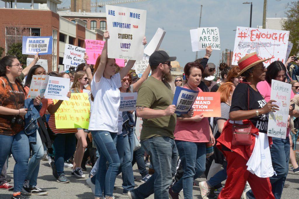 画像に alt 属性が指定されていません。ファイル名: protest-march-people-event-youth-public-event-1593754-pxhere-1024x683.jpg