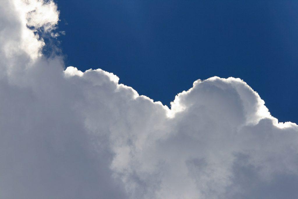 画像に alt 属性が指定されていません。ファイル名: light-on-edge-of-cloud-2-1024x683.jpg